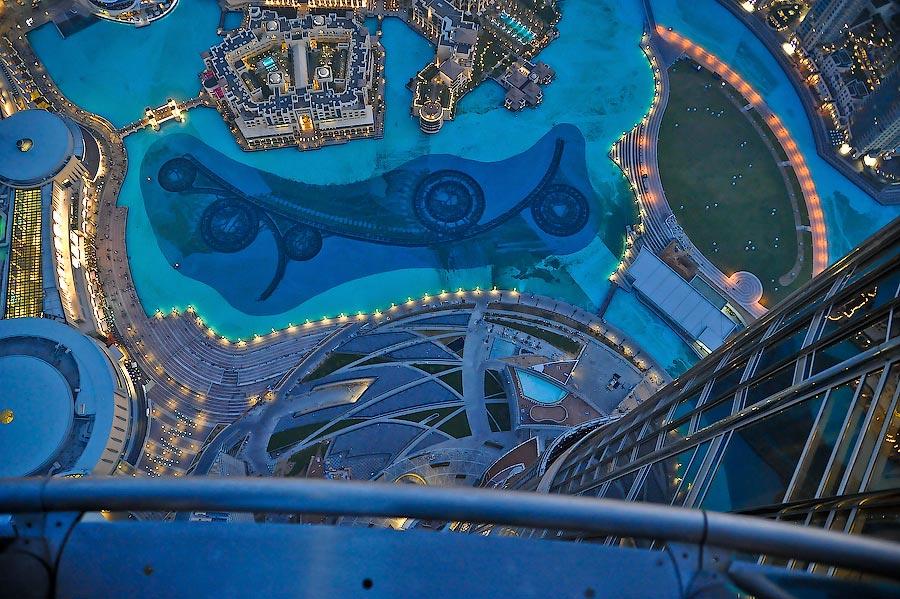 A Review Of World S Tallest Skyscraper The Burj Khlifa Dubai