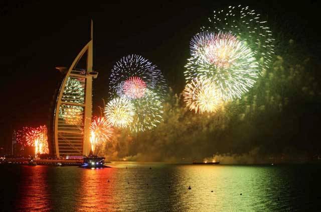 dubai-new-year-2014-fireworks-16