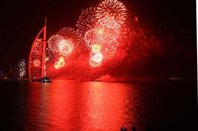 dubai-new-year-2014-fireworks-17