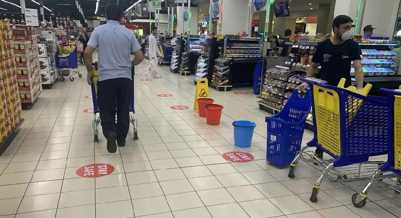 Social Distancing at Dubai Stores