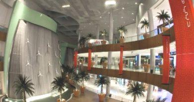 waterfall at dubai mall