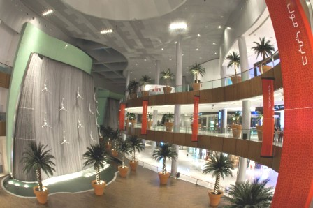 waterfall at dubai mall