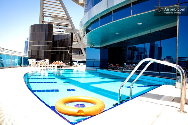 Life in burj khalifa global for Tallest swimming pool in the world